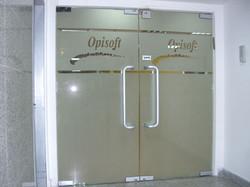 דלת זכוכית דקורטיבית