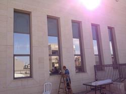 מדבקות מראה לבניין
