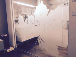 התזת חול על זכוכית לחדר אמבטיה