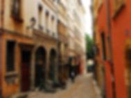 Quartier Saint George, le vieux Lyon, rue proche de notre restaurant lyonnais accueillant les groupes pour des repas lyonnais et savoyard