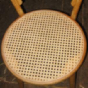 Cannage de chaise au Luxembourg avec l'a
