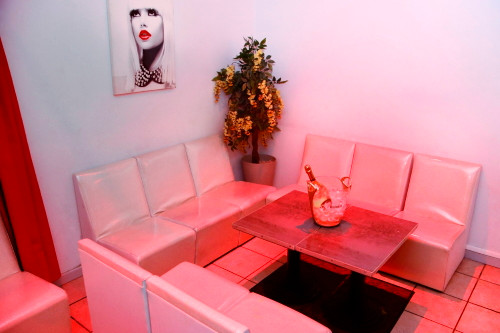 Salon_privé_du_bar_à_hotesse_Secret_Drea