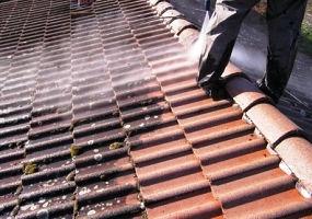 Nettoyage de toiture par votre artisan couvreur de Metz Meurthe et Moselle