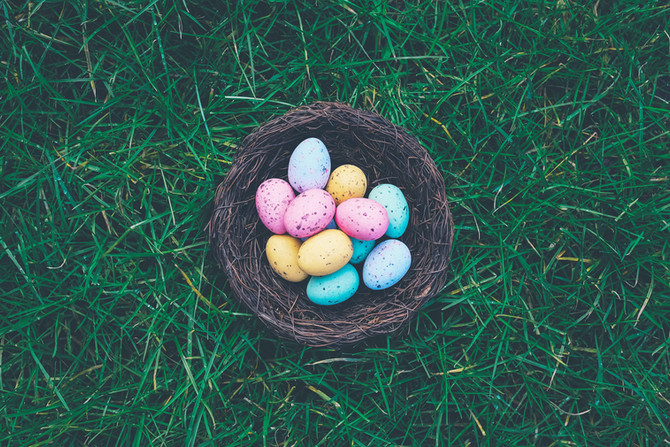 Coloring Easter Eggs: Healthy options instead of unhealthy commercial dyes