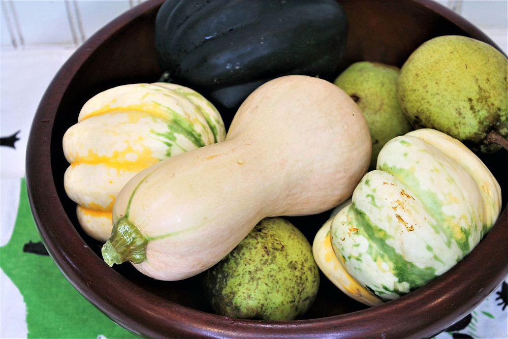 Wooden bowl full of winter squash and pears