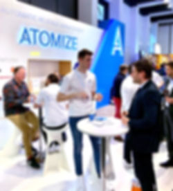 Atomize experts talking to potenial client on ITB