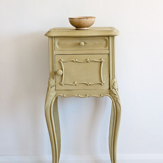 Versailles-side-table-Ticking-in-Old-Vio