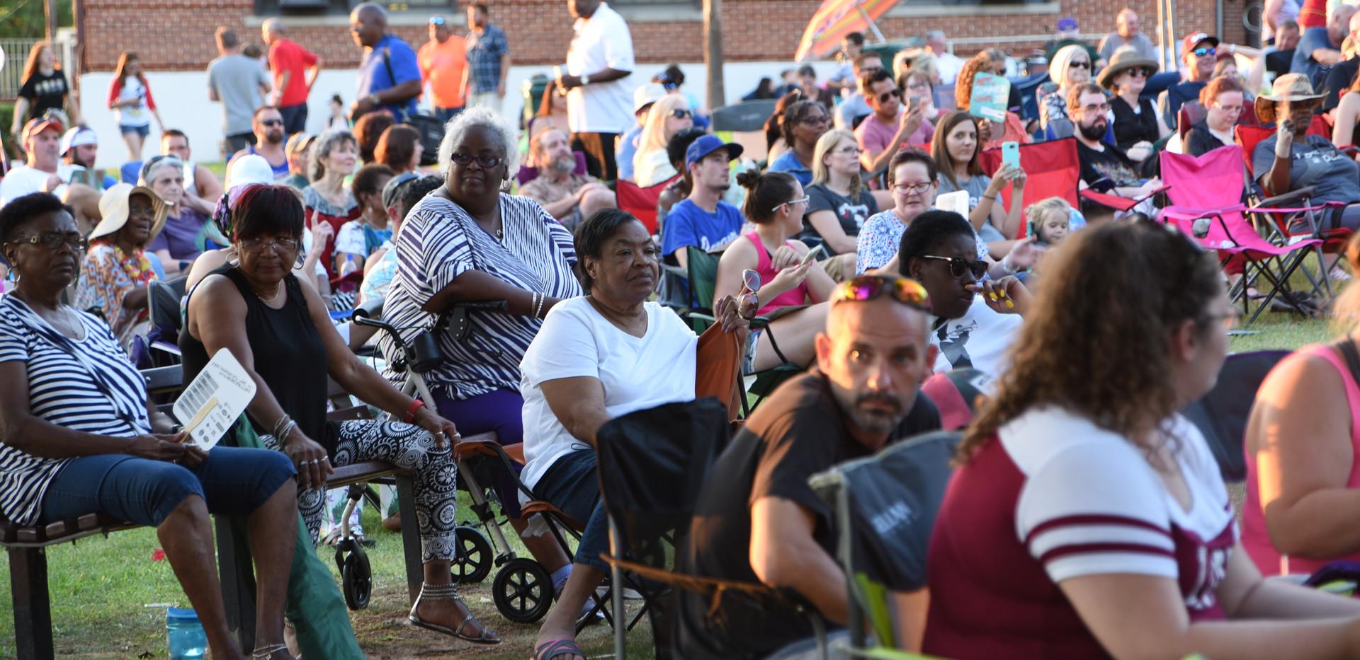Memphis Soul crowd scene