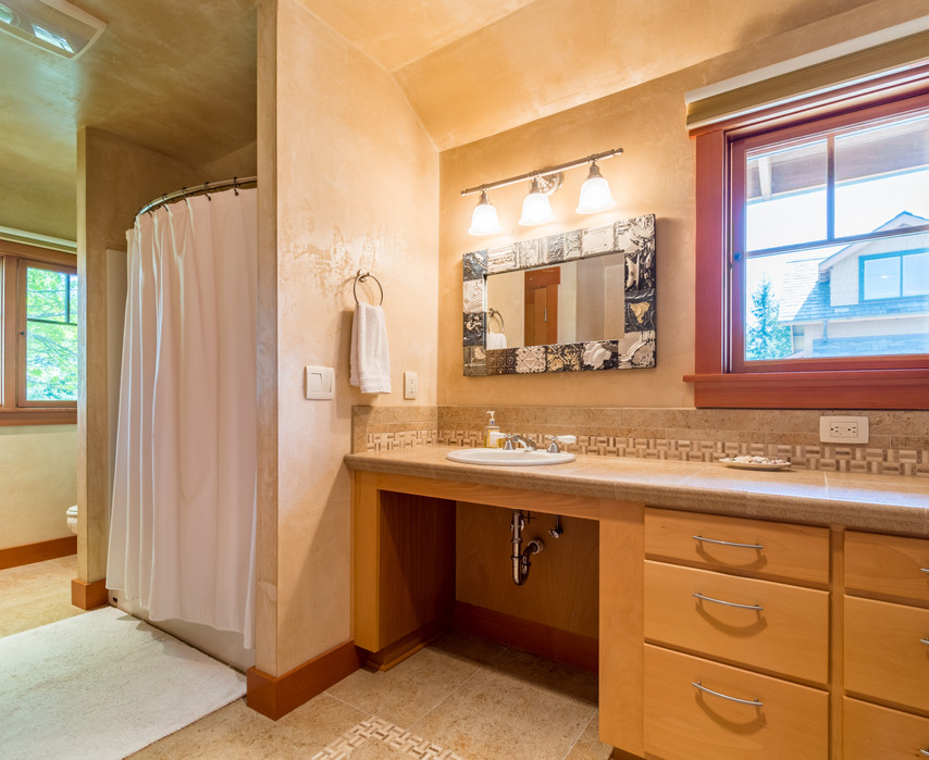 Full Bathroom - Guest Suite