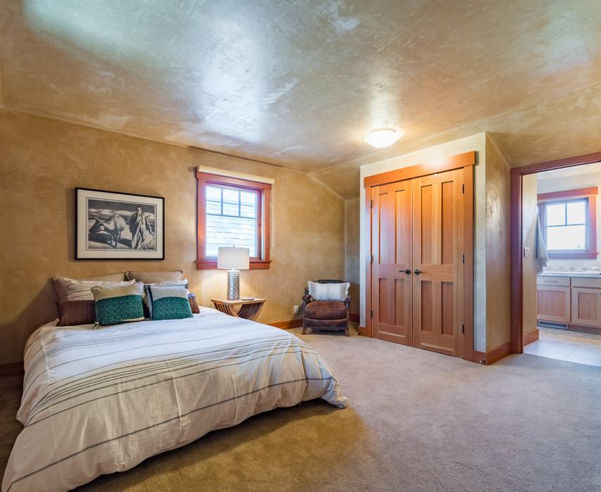 Guest Suite 2 - Upper Level