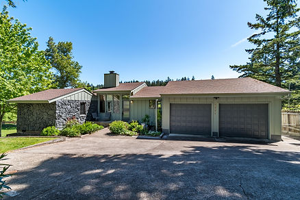 Realtors in Eugene - sell my home - Zillow - Zestimate - Laurelwood Golf Course - Living R