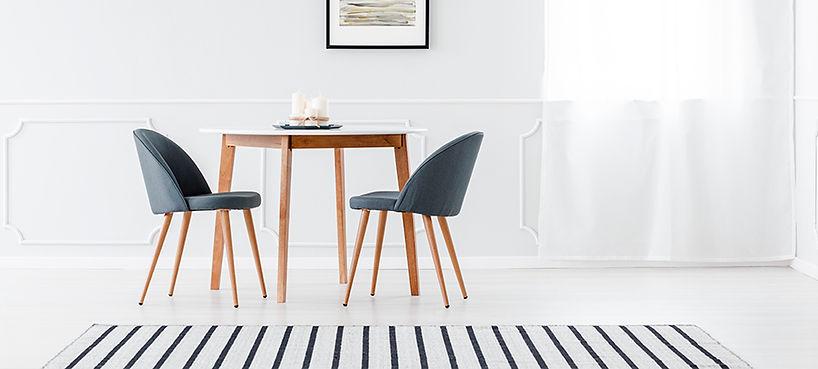 Conjunto de Mesa e Cadeira Minimalista