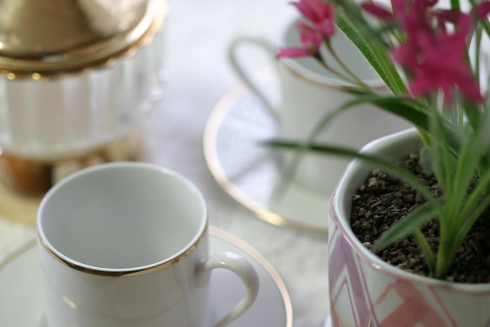 コーヒーでゆっくりひと時を楽しむ
