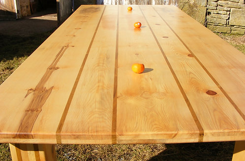 traditional kitchen dining table