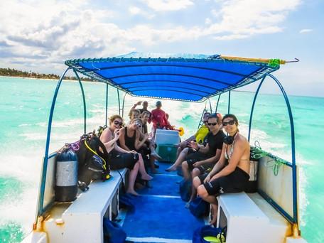 Zanzibar_boat_journey_walking.jpg