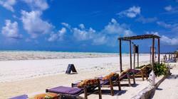 Zanzibar_OceanRestaurant_loungers