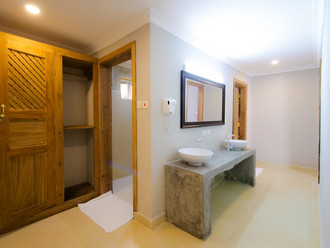 Zanzibar_Apartment_PoolsideRoomVanity.jp