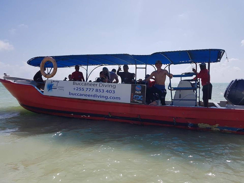 Zanzibar_boat_shore_departing