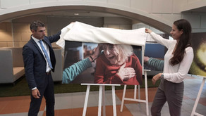 """Staatssecretaris Blokhuis: """"Ik hoop dat dit verhaal een grote vlucht neemt in de zorg"""""""