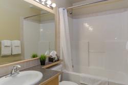 KR410 NL Bath2