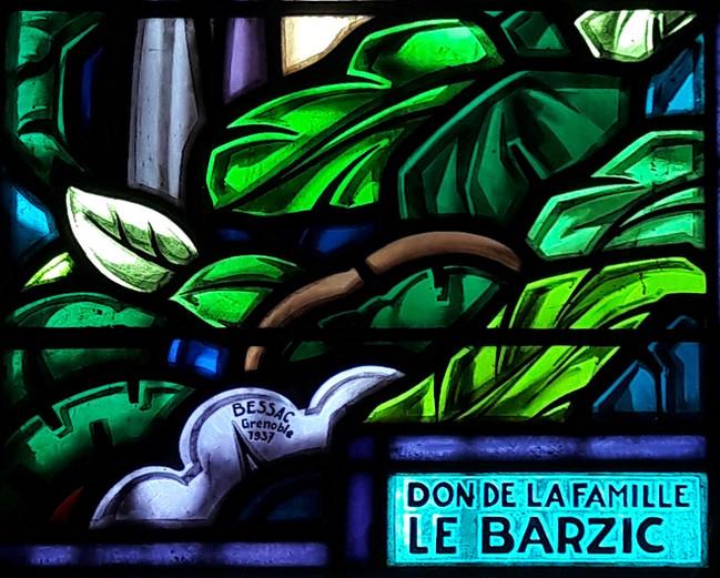 Les admirables vitraux de l'église de Louannec, en Bretagne