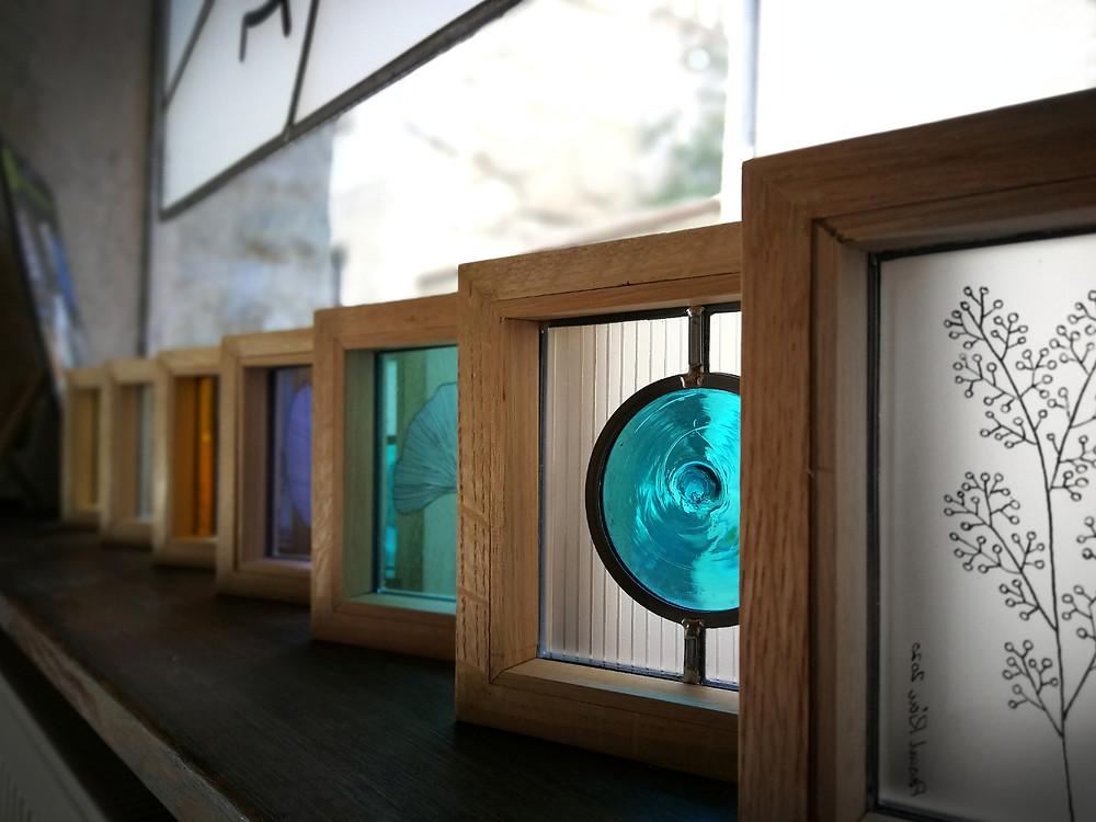 Photo de la vitrine de mon atelier avec quelques créations