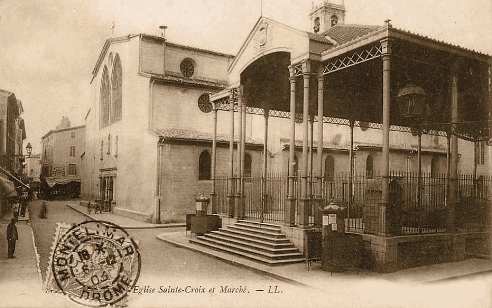 L'Église Sainte-Croix et la Place des Halles en 1900