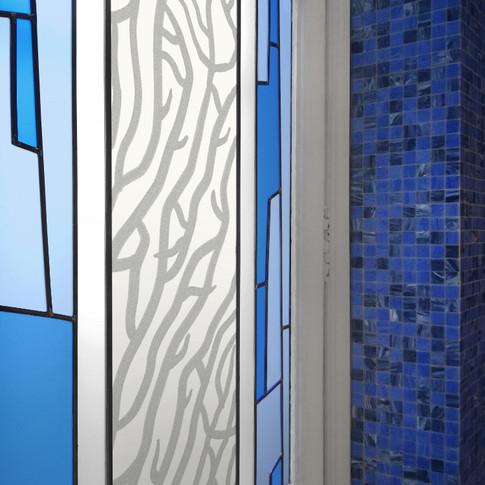 Vitrail contemporain pour salle de bain.