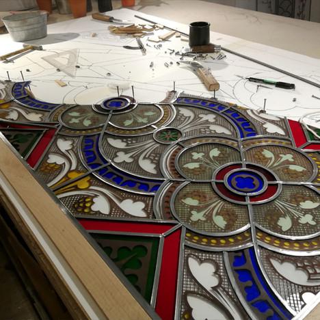Restauration d'une partie des vitraux de  l'église Sainte-Croix, à Montélimar
