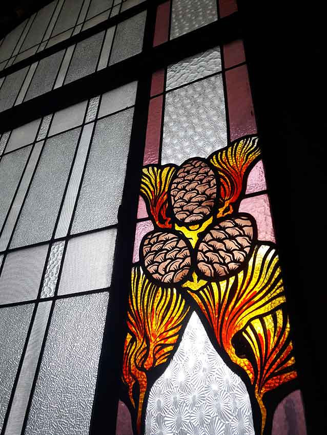 Vitrail Art Deco avec motifs peints