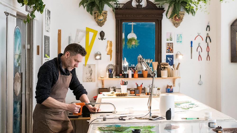 Dans l'atelier de l'Artisan du Vitrail