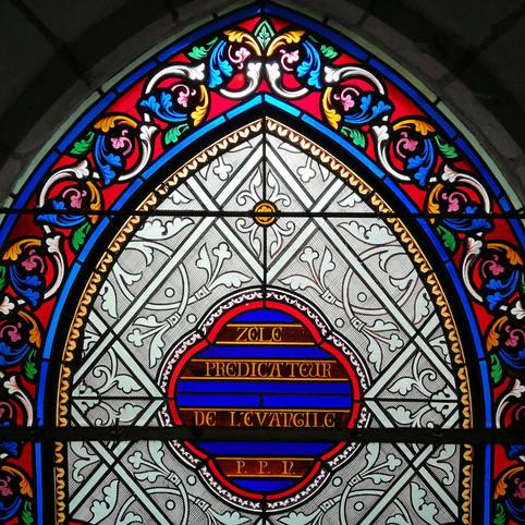 Restauration d'un vitrail d'église