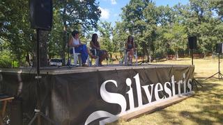 La ermita de Valpeñoso acoge el diálogo entre dos generaciones de poetas locales