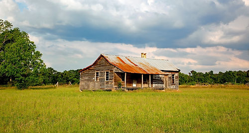 abandoned-clouds-countryside-164306.jpg