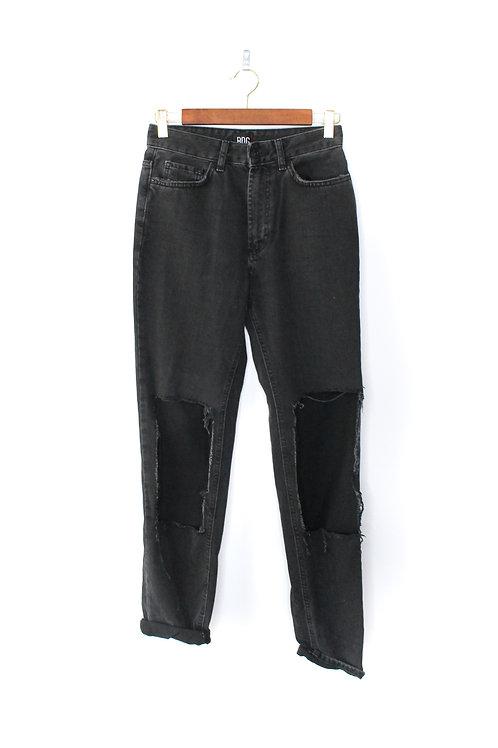 BDG Mom Jeans Size 25