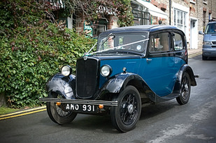 Vintage bridal car in Blue