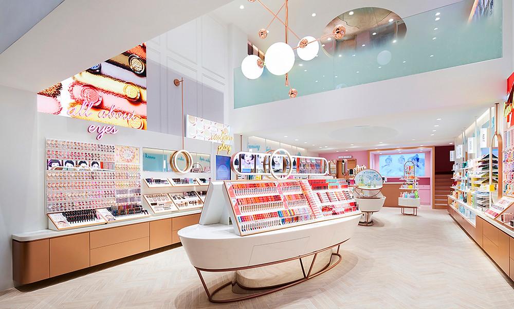 Exquisite acrylic retail environment