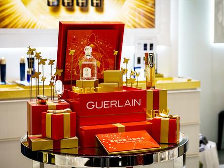 Acrylic countertop boosts cosmetics sales