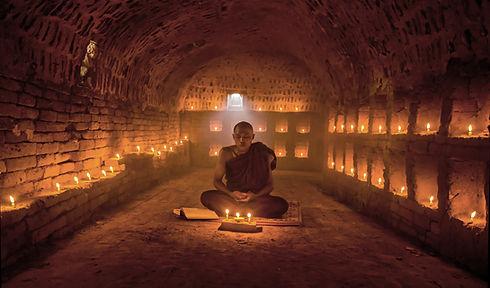 Buddhistisk munk meditera