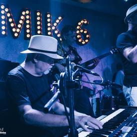 live_band_photograph