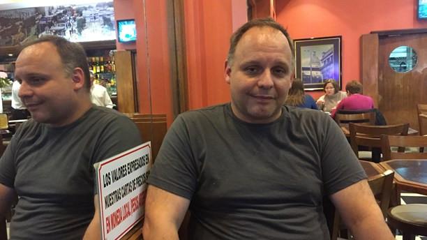 Matias Caputi och hans mamma Alicia har startat ett café i Buenos Aires där kunderna kan betala med bitcoin.