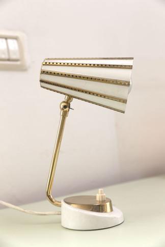 מנורת שולחן נבחרה לפינת העבודה