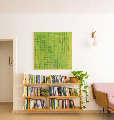ספרייה (של איקאה!) השתלבה נפלא , סיפקה של שפע מקום בלי לחסום את החלל
