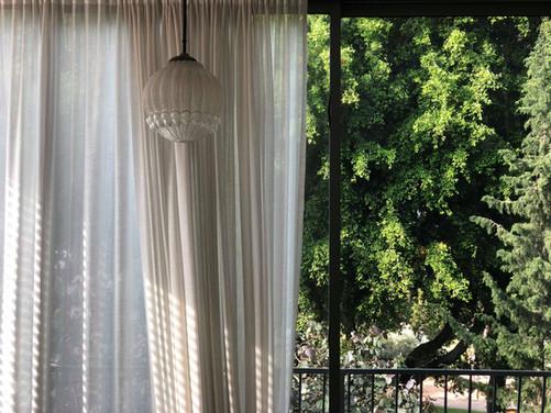גוף תאורה בסלון