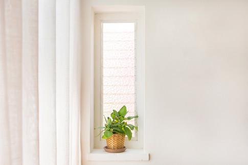 חלון ישן ומוזנח הפך לפינת חמד