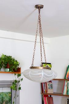 נתלה גוף תאורה שנתן לסלון מרכז ועוגן