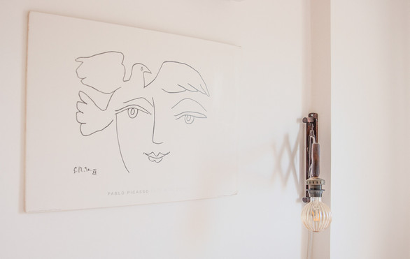 מעל המיטה - הדפס של פיקאסו המשרה רוגע ובהירות