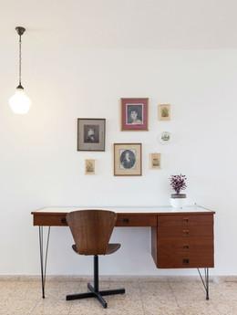 שולחן העבודה המינימליסטי והייחודי עבר חידוש. אחד היפים שראיתי.