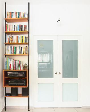 ספרייה צרה וגבוהה