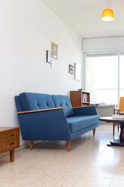 הספה במבט מן הצד